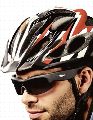 Voici une paire de lunettes de soleil qui vous accompagnera dans vos  activités sportives comme dans vos ballades extérieures en filmant  discrètement vos ... 7550e9026543